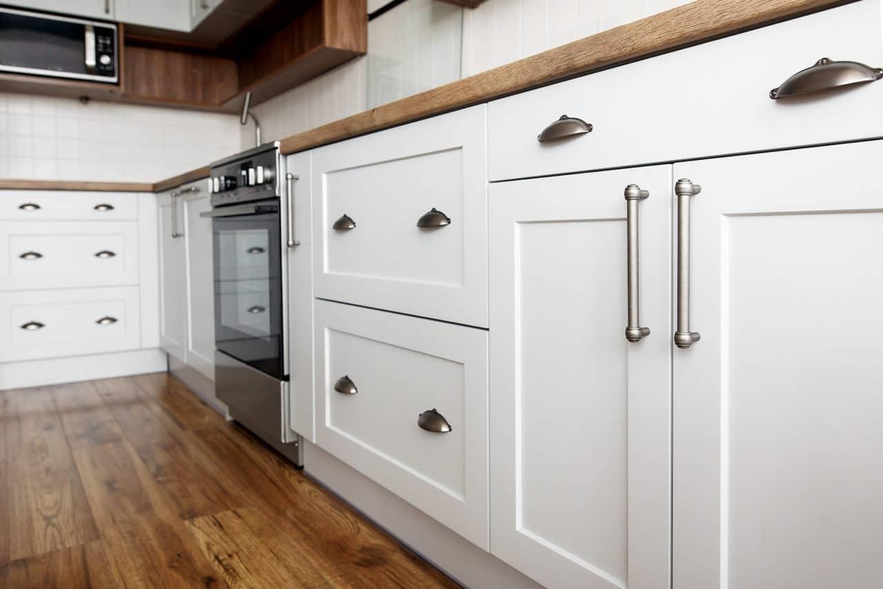 Shaker kitchen doors in white